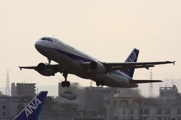 ANA A320-211整備後フェリー便?(by 40D with SIGMA300/2.8EX+APO TELE 2x)