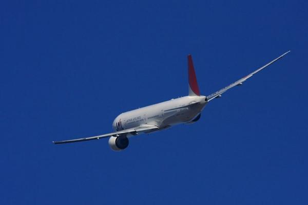 JAL B777-346ER JL3002@エアフロントオアシス(by 40D with SIGMA300/2.8EX+APO TELE2x)