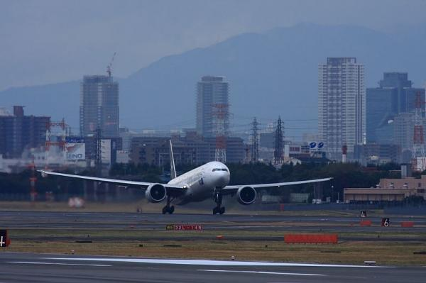 ANA B777-381ER StarAlliance NH2176@エアフロントオアシス下河原(by 40D with SIGMA300/2.8EX+APO TELE2x)