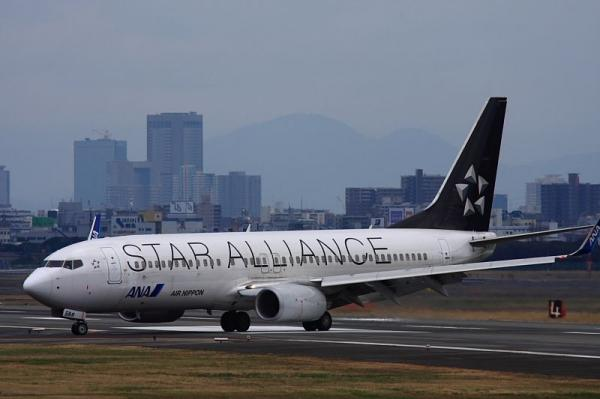 ANA B737-881 StarAlliance NH162@エアフロントオアシス下河原(by 40D with SIGMA300/2.8EX+APO TELE1.4x)