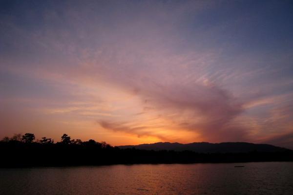 昆陽池公園から眺めた夕空(by IXY DIGITAL 910IS)