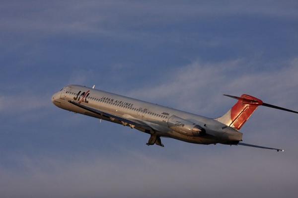 JAL MD-81 JL2441@子供文化科学館付近(by 40D with EF100-400)