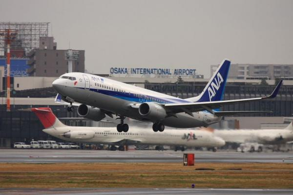 ANA B737-881 NH183@RWY14Rエンド(by 40D with EF100-400)