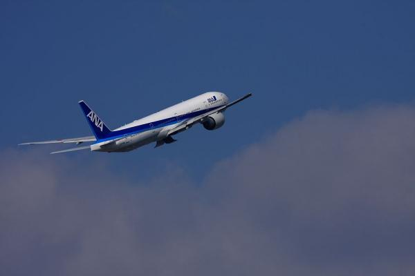 ANA B777-381ER NH2176@ラ・ソーラ(by 40D with EF100-400)