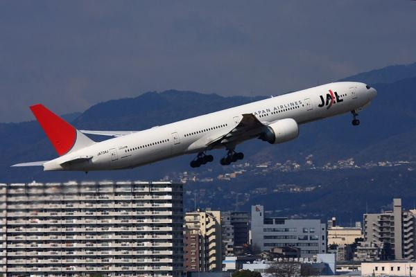 JAL B777-346ER JL3002@ラ・ソーラ(by 40D with EF100-400)