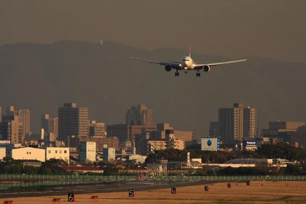 JAL B777-246 JL127@RWY14Rエンド(by 40D with SIGMA300/2.8EX+APO TCx2)
