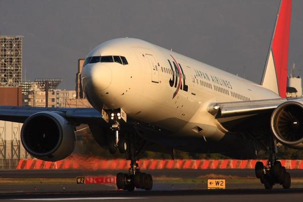 JAL B777-246 JL127@伊丹スカイパーク(by 40D with SIGMA300/2.8EX+APO TC2x)