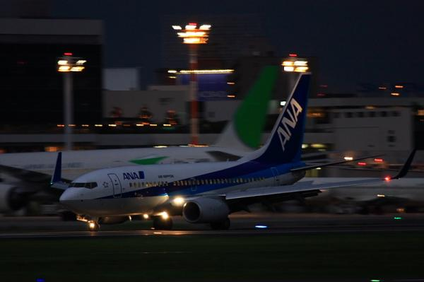 ANA B737-781 NH188@RWY14Rエンド(by 40D with EF100-400)