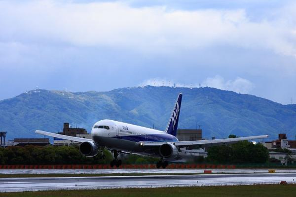 ANA B767-381 NH736@伊丹スカイパーク(by 40D with EF100-400)