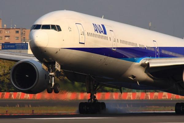 ANA B777-381 NH33@伊丹スカイパーク(by 40D with SIGMA300/2.8EX+APO TC2x)