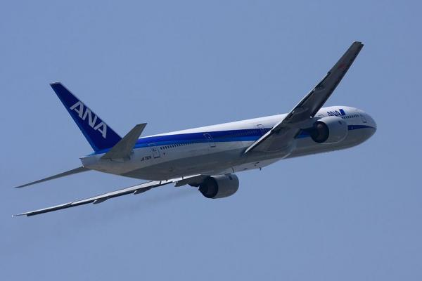 ANA B777-381 NH105@下河原緑地公園(by 40D with EF100-400L)