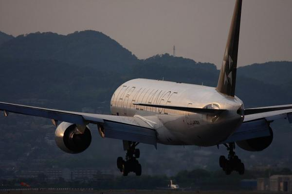 ANA B777-281 StarAlliance NH35@千里川土手(by 40D with EF100-400/4.5-5.6L IS)