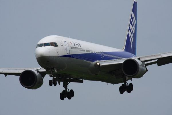 ANA B767-381 NH424@スカイランドHARADA(by 40D with SIGMA300/2.8EX+APO TC2x)