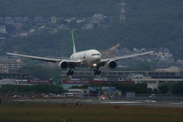 JAL B777-246 JL119@伊丹スカイパーク(by 40D with SIGMA300/2.8EX+APO TC2x)
