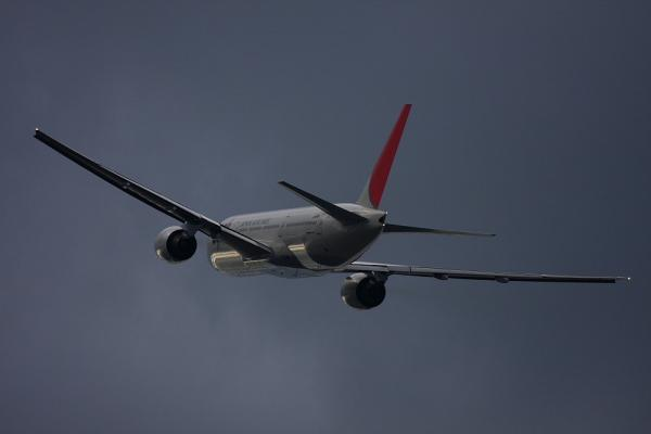 JAL B777-246 JL128@伊丹リサイクルセンター付近(by 40D with EF100-400/4.5-5.6L IS)
