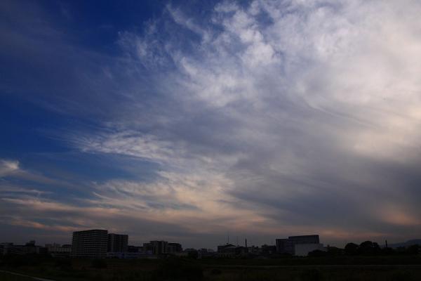 今日の伊丹市街地方面の夕空@伊丹リサイクルセンター付近(by 40D with SIGMA18-50/2.8EX)