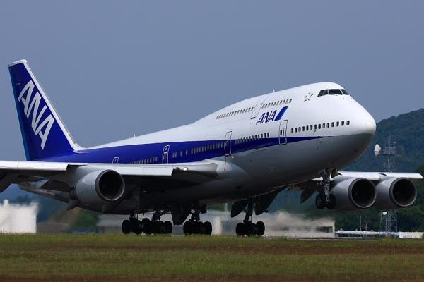 ANA B747-481D ANA674@広島空港ターミナル対面ポイント(by 40D with EF100-400/4.5-5.6L IS)