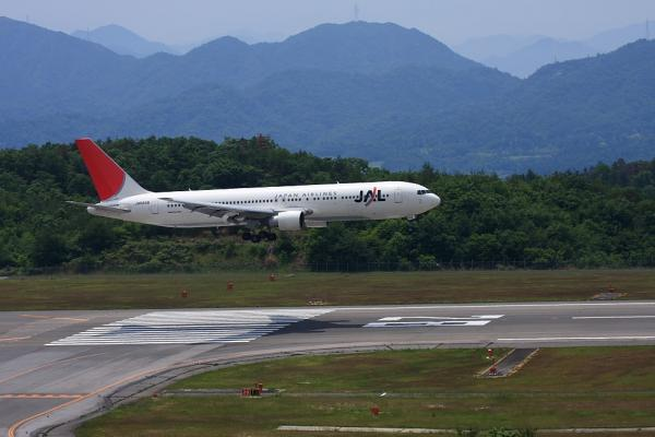 JAL B767-346 JAL1605@森林公園展望広場(by 40D with EF100-400/4.5-5.6L IS)