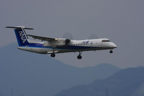 ANA DHC8-Q400 ANA1608@リサイクルセンター周辺(by 40D with SIGMA300/2.8EX+APO TC2x)