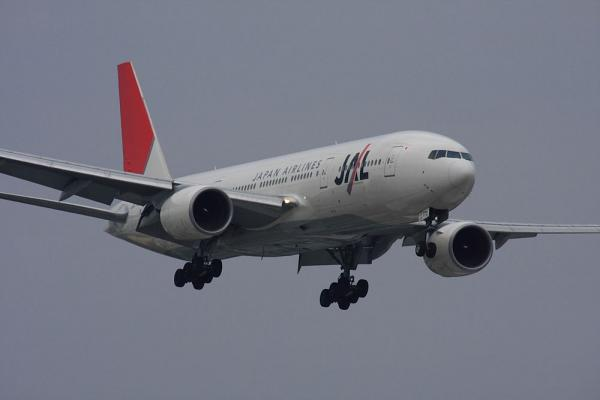 JAL B777-246 JAL127@リサイクルセンター周辺(by 40D with SIGMA300/2.8EX+APO TC2x)