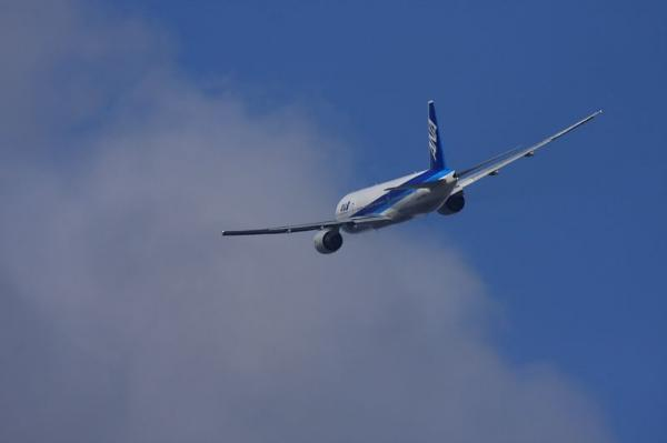 ANA B777-281 NH20@エアフロントオアシス下河原(by 40D with SIGMA300/2.8+APOTELE×2)