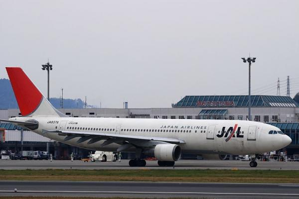 JAL A300-600R&松山空港ターミナル@空港南公園(by KDX with EF100-400)