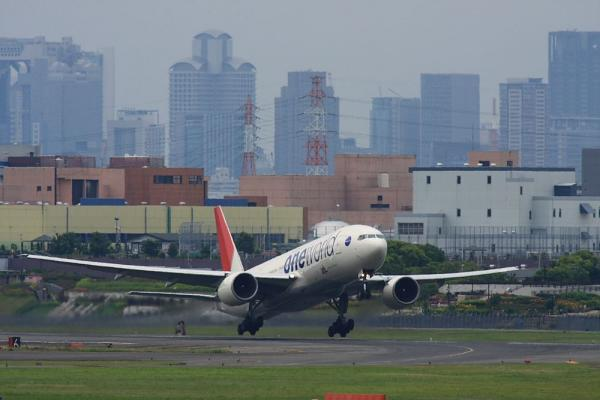 JAL B777-246 JAL110@下河原緑地展望台(by 40D with SIGMA300/2.8EX+APO TC2x)