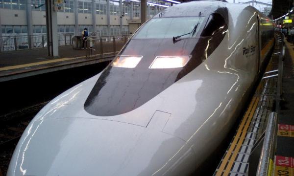 小倉駅新幹線ホームにて(by W41H)