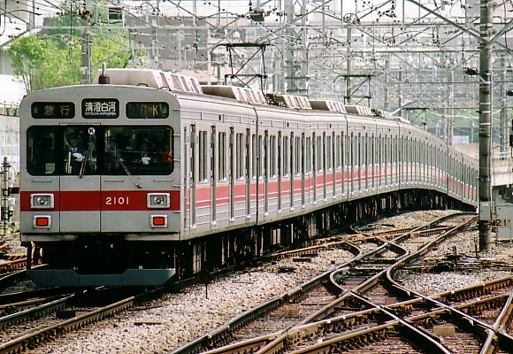 060501-2001-001.jpg