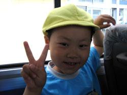 いつもは乗れない幼稚園バスで