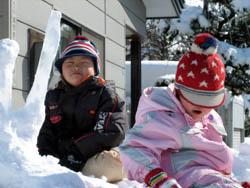 雪山に登って、雪遊び!
