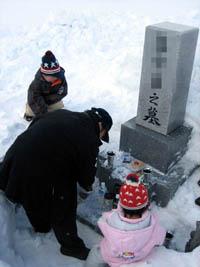 お墓の雪かき