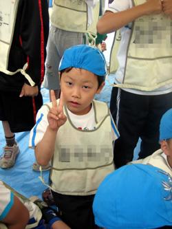 青い体育帽をかぶったかーくん