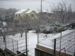 お家の屋根にも雪が積もってる