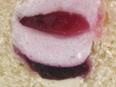 ヤマザキ--パン屋さんが作ったジャムのサンド ブルーベリー。