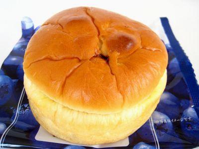 ローソン--こだわり特撰 ブルーベリージャムパン(とっておき宣言・山崎製)。