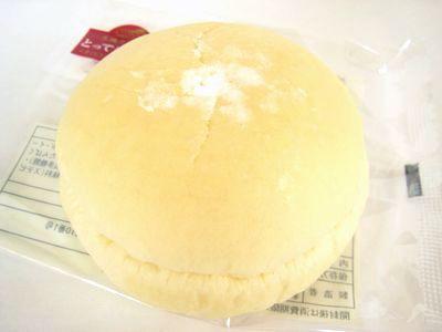 ローソン--ふんわりもち入りパン 苺&ホイップ~とっておき宣言・山崎製~。