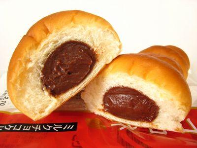 ヤマザキ--コロネ ミルクチョコクリーム。