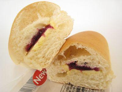 ファミリーマート--コッペパン ブルーベリー&マーガリン~こだわりパン工房・敷島製~。