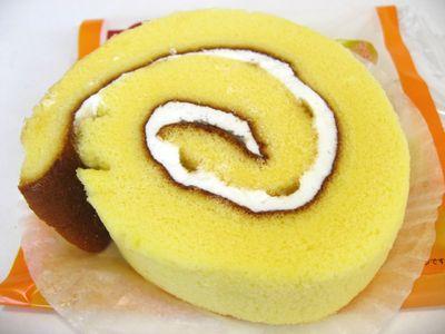 ローソン--菜の花はちみつのロールケーキ~とっておき宣言・山崎製~。