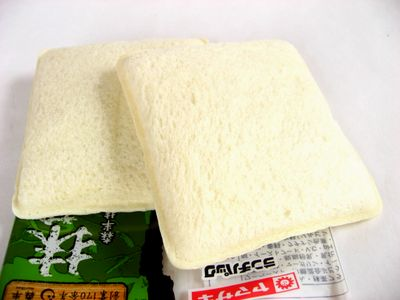ヤマザキ--ランチパック 抹茶&小倉 森半抹茶のクリーム使用。