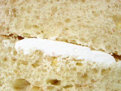 ヤマザキ--十二穀ロール ホイップクリーム。
