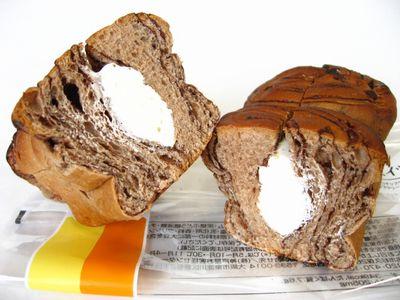 ファミリーマート--ショコラホイップ~こだわりパン工房・神戸屋~。
