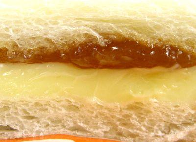 ヤマザキ--ランチパック メープル&マーガリン。