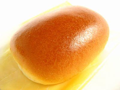 セブンイレブン--なめらかクリームパン~焼きたて直送便・プライムベーカリー~。