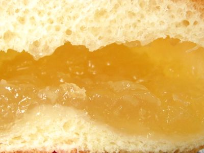 ヤマザキ--薄皮 白桃ジャムパン。
