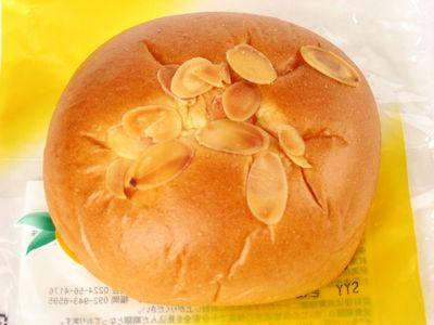 サークルKサンクス--ダブルマンゴーパン~まごころ仕込み おいしい生活・山崎製~。