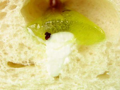フジパン--季節のサンドロール キウイ&ミルク。