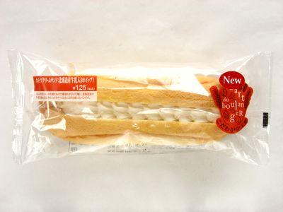 ファミリーマート--ホイップクリームサンド(北海道産牛乳入りホイップ)~こだわりパン工房・山崎製~。