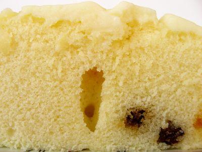 第一パン--レアチーズ蒸しケーキ ラムレーズン入り。